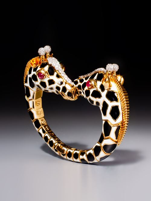 A magnificent twin giraffe bracelet
