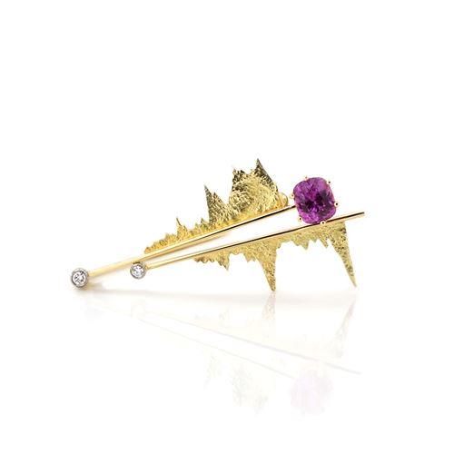 Broche met roze/paarse saffier en diamanten